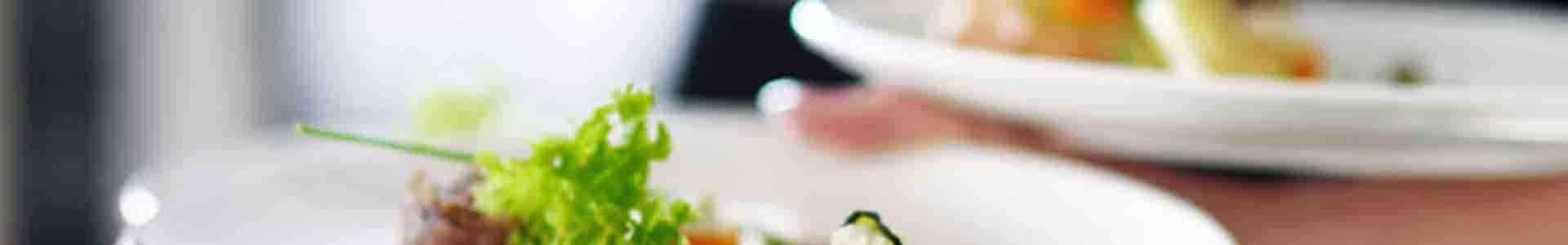 Geschirr und küchenutensilien für den gastronomie -